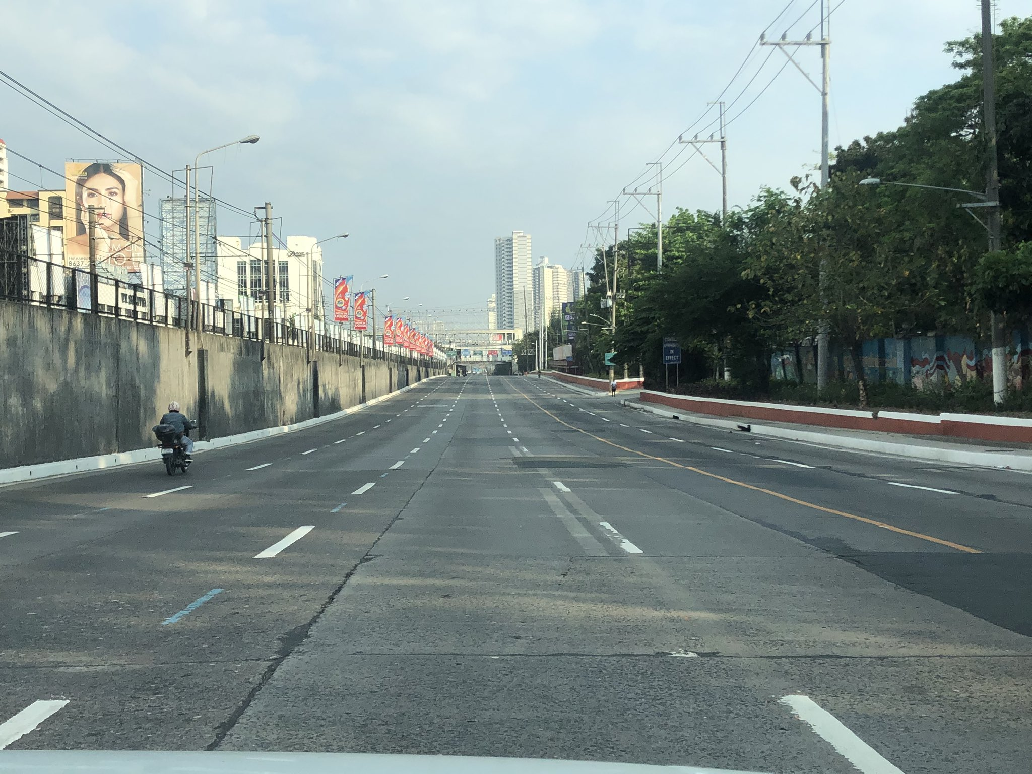 almost-empty-edsa-ph