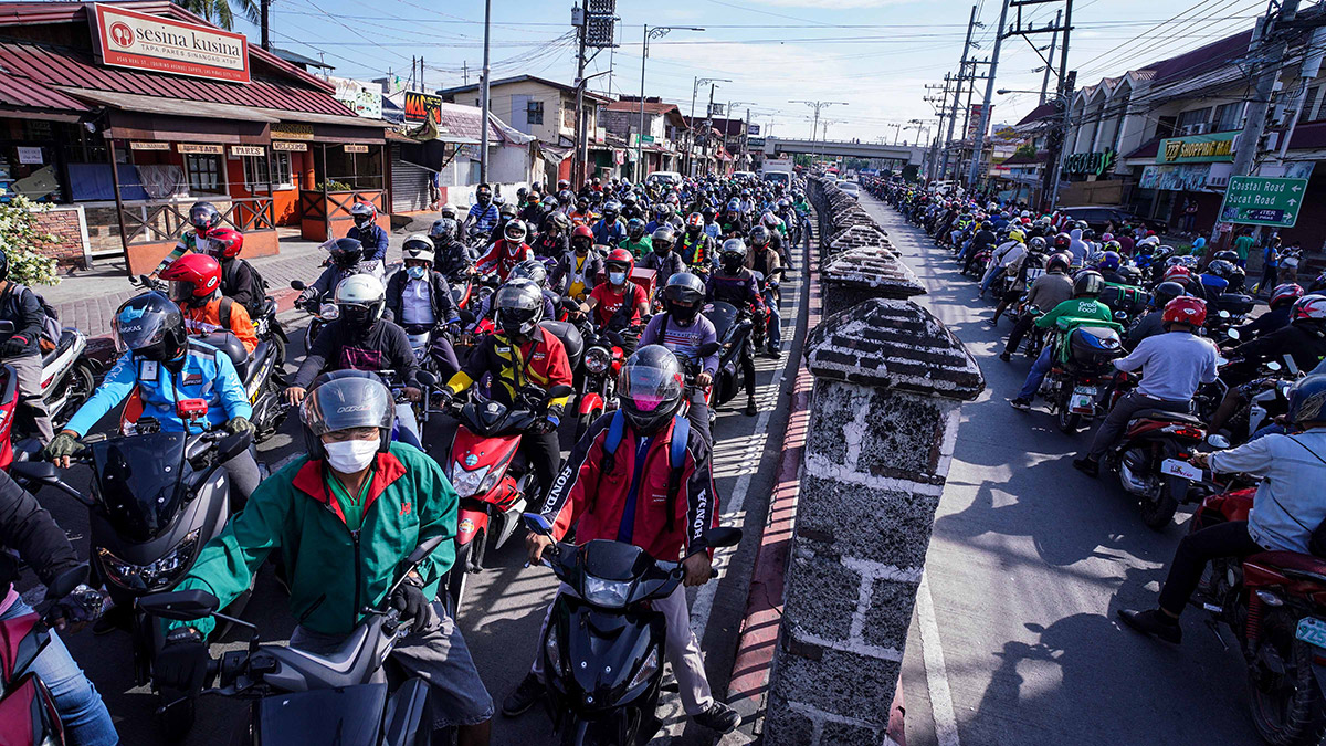 motorcycle-riders-piling-up-at-the-boarder