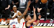 Booker-pours-in-40-points-against-clippers